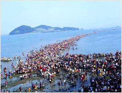 http://seongyosa.files.wordpress.com/2012/07/jindo-island-miracle-141.jpg